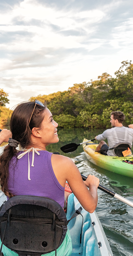 happy couple kayaking in Hixson park - living malls, dining, outdoor