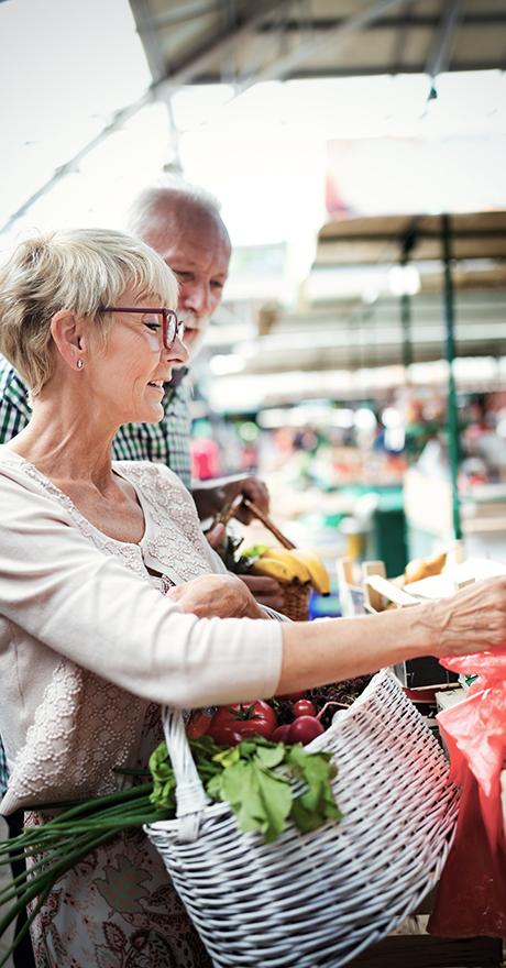 active couple shopping at market Pratt Homes